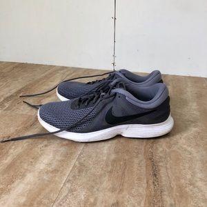 Men's Nike size 11 Gray/Black/White Sneakers